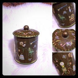 🦋2/$10 3/$15 4/$18 5/$20 Vintage Daher Tin